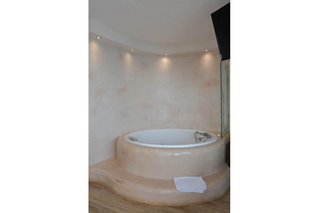 Junior Σουίτα με υδρομασαζ 5 Junior Hot Tub Suites